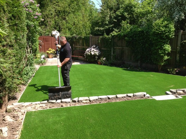 Low maintenance on artificial lawns